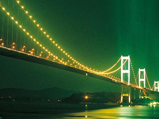 来島海峡大橋夜景(近景)